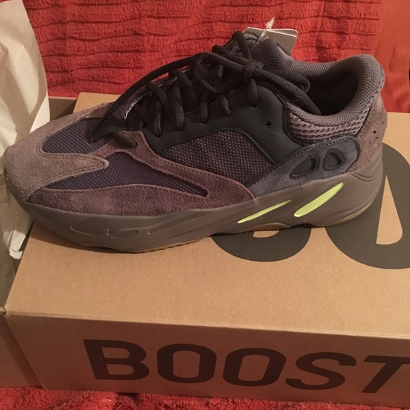 best sneakers 4be8b 14ffb Yeezy Boost 700 MUAVE NWT